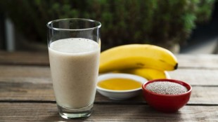 The banana smoothie with honey and Chia seeds